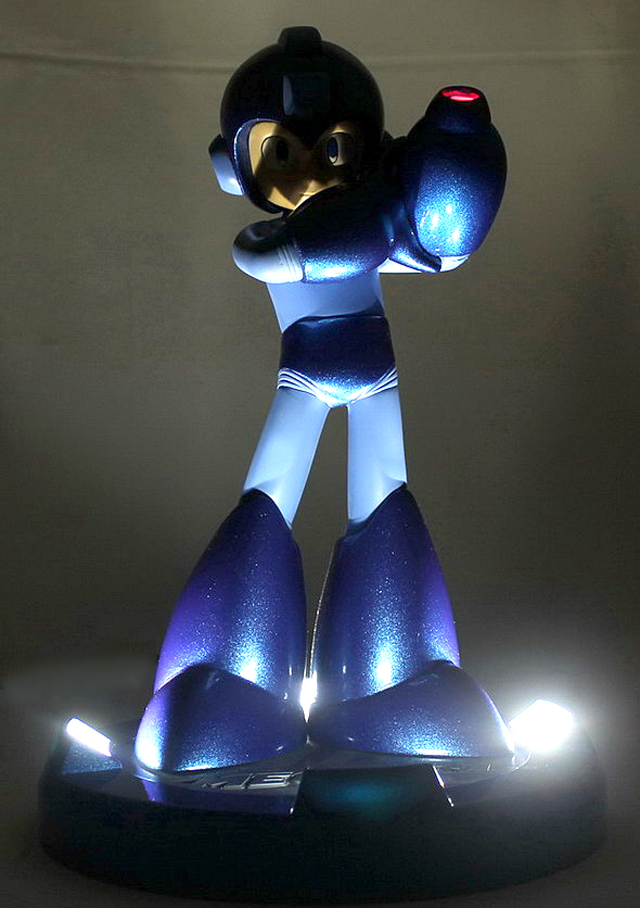 25th anniversary Mega Man statue 25-04-13-004