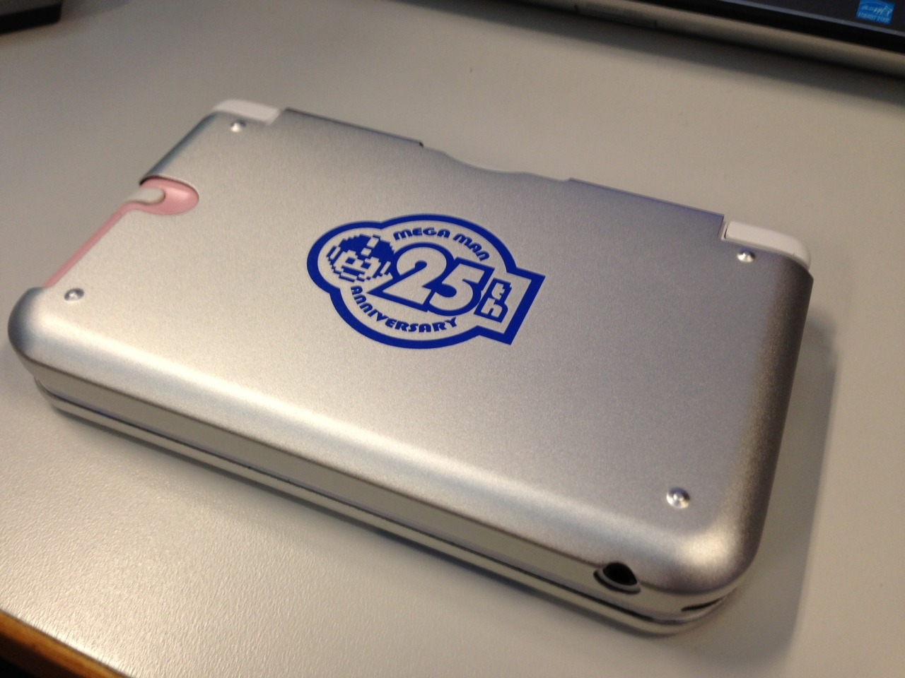 Mega Man 25th anniversary 3DS case  30-04-13 004